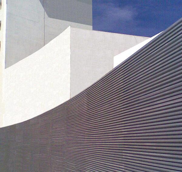 Louver HL3NV en fachada - Paseo Durango