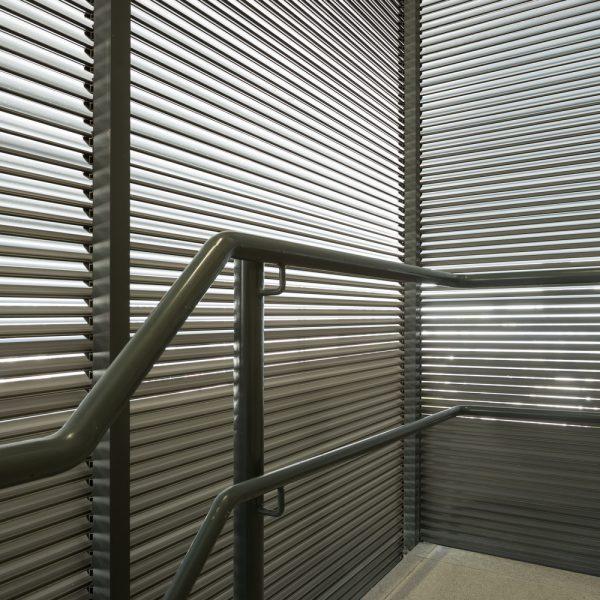 Louver HLAO125 en escalera - Torre XII